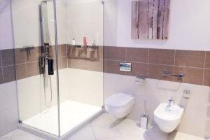 Moderner Badezimmerumbau, Badezimmergestaltung, Dusche neue Badewanne: Badalli 5 aus Illerrieden. Sanitärbetrieb Illertissen, Neu-Ulm, Ulm